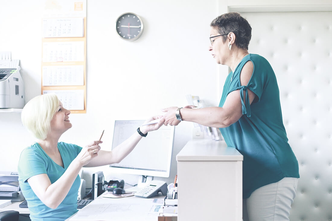Hautarzt Lichtenberg Berlin - Praxis Dr. Hoppe - am Empfang