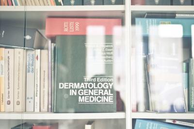 Hautarzt Lichtenberg Berlin - Dr. Hoppe - die kleine Bibliothek der Praxis